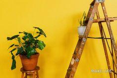 Πως μπορείς να χρησιμοποιήσεις μια σκάλα στη διακόσμηση σπιτιού. Οι παλιές ή επιτηδευμένα φθαρμένες ξύλινες σκάλες είναι η νέα τάση στη μόδα και μπορούν να χρησιμοποιηθούν κυρίως σαν ραφιέρες. Εδώ σου έχω ιδέες για να χρησιμοποιήσεις μια τέτοια παλιά ξύλινη σκάλα στη διακόσμηση του σπιτιού σου. Έτσι θα αλλάξεις το ντεκόρ και θα δώσεις αέρα ανανέωσης στο χώρο. Best Interior Design Websites, Interior Design Tips, Interior Designing, Interior Paint, Design Ideas, Decorating With Pictures, Decorating Your Home, Decorating Websites, Decoration Pictures