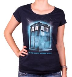 Tshirt Doctor Who Femme - Tardis In Space. Officiel Tshirt Doctor Who Femme - Tardis In Space Col rond Manches courtes Sérigraphie recto coton Tail. Dr Who, Tardis, Doctor Who, Officiel, Madame, T Shirt, Boutique, Space, Licence