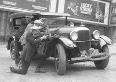 LA prohibition gunmen at show - Image c/o Los Angeles Times Archive
