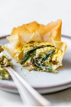 These Asparagus and Feta Tartlets with Phyllo Crust are so easy to make – the perfect Spring appetizer, brunch, or lunch dish! Veggie Dishes, Vegetable Recipes, Vegetarian Recipes, Healthy Recipes, Healthy Meals, Side Dishes, Appetizers, Appetizer Ideas, Skinnytaste