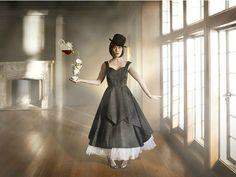 """Ensaio de Cade Martin para marca de chás da Starbucks foi inspirado em """"Alice no País das Maravilhas"""""""