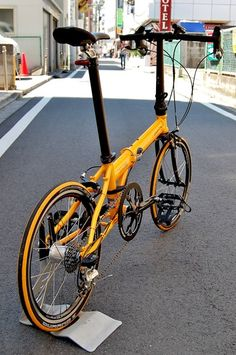 Learning to ride a bike is no big deal. Learning the best ways to keep your bike from breaking down can be just as simple. Folding Bicycle, Touring Bike, Bicycle Maintenance, Cool Bike Accessories, Brompton, Bike Style, Bike Frame, Mini Bike, Bicycle Design