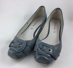 Mein Graublaue Schnallenpumps von Tamaris von Tamaris. Größe 40 für 25,00 €. Schau es dir an: http://www.kleiderkreisel.de/damenschuhe/high-heels-and-pumps/157192292-graublaue-schnallenpumps-von-tamaris.