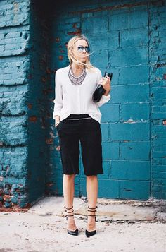 Dressy shorts black with white blouse street style summer fashion another outfit Fashion Moda, Work Fashion, Womens Fashion, Fashion Trends, Workwear Fashion, Fashion Blogs, Office Fashion, Fashion Fashion, Dressy Shorts