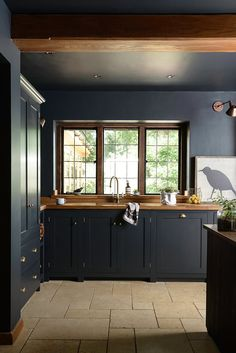 How To Decorate With Dark Kitchen Cabinets monochrome black + wood kitchen inspiration How To Decora Kitchen Inspirations, Interior Design Kitchen, Home Decor Kitchen, Wood Worktop, Kitchen Styling, Kitchen Interior, Devol Kitchens, Black Kitchens, Dark Kitchen Cabinets