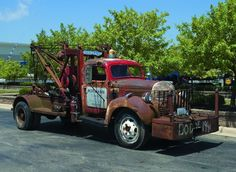 old tow truck.. sweet