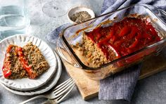 Meat-less meatloaf You don't have to go all-out vegetarian to eat less meat, and this recipe is the perfect example. Meatloaf Recipes, Beef Recipes, Cooking Recipes, Healthy Recipes, Healthy Food, Shrimp Recipes, Healthy Meals, Healthy Meatloaf, Healthy Eating
