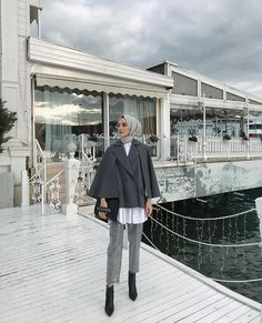 How To Style Hijab Looks With Your Favorite Ankle Boots Modest Fashion Hijab, Modern Hijab Fashion, Street Hijab Fashion, Casual Hijab Outfit, Islamic Fashion, Hijab Chic, Hijab Dress, Muslim Fashion, Stylish Hijab