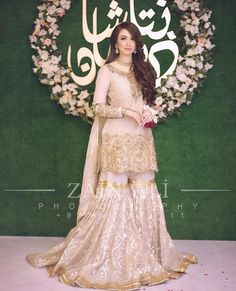 Dress is not only about style and design, but its about reflection person attractiveness. Here, you will see huge Pakistani Engagement Dresses Pakistani Engagement Dresses, Pakistani Wedding Outfits, Pakistani Wedding Dresses, Pakistani Dress Design, Bridal Outfits, Pakistani Mehndi Dress, Nikkah Dress, Shadi Dresses, Indian Dresses