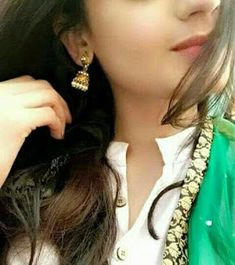 Dpz for girls Cute Girl Pic, Cute Girl Poses, Stylish Girls Photos, Stylish Girl Pic, Girls Dress Pic, Girl Hiding Face, Profile Picture For Girls, Hijabi Girl, Cool Girl Pictures