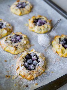 Små blåbärspajer - ZEINAS KITCHEN Baking Recipes, Cake Recipes, Dessert Recipes, Pie Dessert, Dessert For Dinner, Frozen Desserts, Healthy Desserts, Breakfast Basket, Zeina