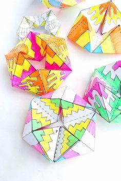 Hacen de este juguete de papel y queda hipnotizado por la acción de colores!  Basado en flexágonos y kaliedocycles.