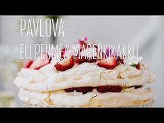 Tuoreilla marjoilla koristeltu pavlova on hurmaava jälkiruoka, jota kaikki rakastavat. Tämäkin resepti vain n. 0,85€/annos*. Pavlova, Mashed Potatoes, Waffles, Goodies, Breakfast, Ethnic Recipes, Desserts, Food, Hair