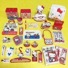 キティのサンリオビンテージミニ。 やはりキティはアイテム数多いです。 爪切りまであるよ。 ブライスに持たせてみようかな。 * * うちにもアナさん届いたのですが、明らかに不具合があって開封祭りに参加出来ず、残念です * #サンリオビンテージミニ#ハローキティ#キティちゃん#サンリオ#昭和レトロ #hellokitty#sanrio#食玩 Hello Kitty Toys, Cat Toys, Sanrio, Photo And Video, Friends, Instagram, Amigos, Boyfriends