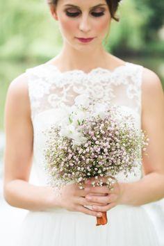 Ein sommerlich-romantisches Teeparty-Hochzeitskonzept von Agentur Traumhochzeit Sinah Wache und Julia Schick Fotografie