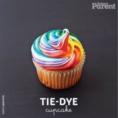 Check out how to create this groovy tie-dye cupcake. It's totally sweet. (See what I did there? Yeah? Yeah? Oh yeah.) Tie Die Cupcakes, Red Cupcakes, Yummy Cupcakes, Baby Shower Sweets, Baby Shower Cupcakes, Cupcake Icing, Cupcake Cookies, Cupcake Mix, Bake Sale Recipes