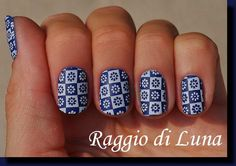 Raggio di Luna Nails: Stamping: White flowers on blue BP 69
