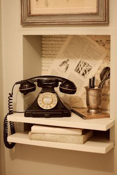 phone nook for my rotary phone and vintage kitchen :) Cream Aesthetic, Brown Aesthetic, Aesthetic Vintage, Vintage Decor, Vintage Antiques, Retro Vintage, 1940s Decor, Vintage Kitchen, Beste Iphone Wallpaper