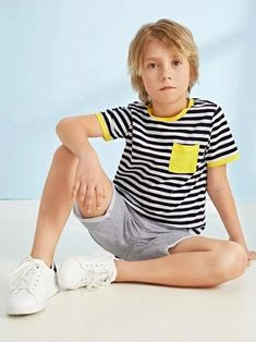Young Boys Fashion, Teen Boy Fashion, Guy Fashion, Winter Fashion, Young Cute Boys, Cute Teenage Boys, Teen Boys, Kids Photography Boys, Printed Polo Shirts