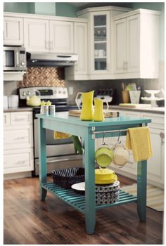 I want to make this, then be able to use it as an extension of the counter or pull it out and use it as an island.