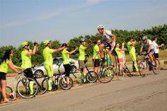 Letos se na Tour de France vrátil i Josef Zimovčák na svém historickém kole. Ujel na něm několik horských etap, aby šířil myšlenku své nadace Na kole dětem.