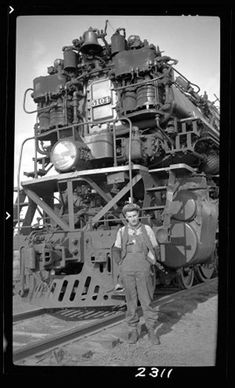 Engineer standing beside steam locomotive. Old Trains, Vintage Trains, Hobby Trains, Standard Gauge, Train Pictures, Train Engines, Model Train Layouts, Train Set, Steam Engine