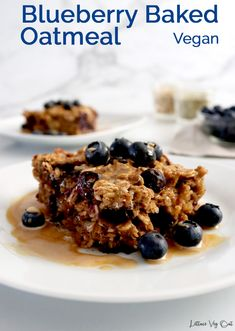 This vegan baked oatmeal recipe is packed with flavor and nutrition, making it the ideal vegan breakfast for meal prep. It's incredibly easy to make this oatmeal casserole and you can customize to your taste preferences. #Vegan #VeganRecipe #VeganBreakfast #VeganOatmeal #VeganGlutenFree #GlutenFreeVegan #VeganCooking #VeganMeal #VeganMealPrep #PlantBased #DairyFree #DairyFreeRecipe #Eggless Vegan Breakfast Options, Vegan Gluten Free Breakfast, Healthy Breakfast Snacks, Vegan Snacks, Vegan Food, Vegan Baked Oatmeal, Baked Oatmeal Recipes, Oats Recipes, Vegan Recipes