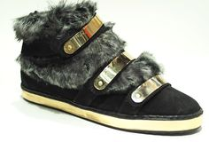 Das Dreamteam der nächsten Saison: Sneaker+ Fellapplikationen Modell Nobrand Everyday Shoes, Gucci, Fashion, Loafers, Boots, Handbags, Scale Model, Schmuck, Moda