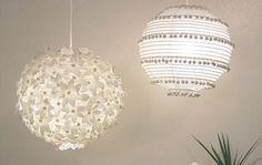 Deze hanglampen werden gemaakt met behulp van een Ikea lampenkap