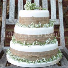 Rustic Gypsophila and Hessian Wedding Cake