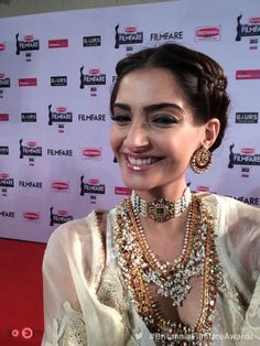 Sonam Kapoor always proves to be a head-turner and the red carpet of the 60th Britannia Filmfare Awards 2014 was no different. The actress wore an absolutely stunning creation by one of her favourite designers Anamika Khanna. The dress is high on femininity and style. She adorned jewellery from Sunita Kapoor line of jewels without which the look would have been incomplete. Tied-up hair, smokey eyes and colour co-ordinated heels rounded off her look. Sonam was styled by Rhea Kapoor.