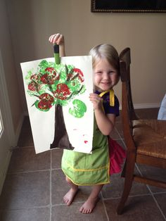#done  Apple stamping. Fun preschool craft that even the older girls enjoyed. Fall Arts And Crafts, K Crafts, Apple Crafts, Fall Preschool, Preschool Crafts, September Crafts, October, Kindergarten Activities, Preschool Education