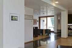 Vimar cantina Gori Nimis. Villa padronale - sala pranzo e multivideo touch screen domotico della serie Eikon Evo.