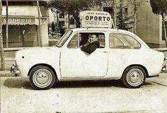 Mi abuelo Julian en un coche de la Autoescuela Oporto, de su propiedad, en el barrio de Carabanchel (Madrid) en los años 70.