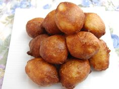 Learn step by step with ToiMoi&Cuisine how to make African doughnuts (puff puff). One of the most popular street food snack in the black Africans countries. They are easy to make and so delicio… Churros, Love Eat, Love Food, World Street Food, Beignet Recipe, Food Porn, Puff Recipe, Good Foods To Eat, Different Recipes