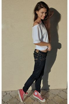 Converse and skinny jeans. A perfect casual look. Want those pink Converse. Pink Converse Outfits, Jeans And Converse, Converse Style, Converse Girls, Converse Sneakers, Casual Chic, Casual Outfits, Fashion Outfits, Casual Clothes