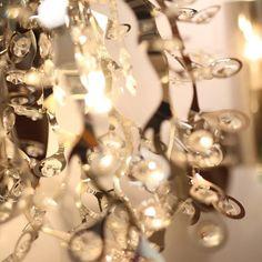Los detalles de cada pieza de iluminación que tenemos para ti, sencillamente te fascinarán. ¿Ya nos conoces?  #Iluminación #Lighting #Lámpara #Details #Photography #Texture #Colors #Color #Lamp #Picoftheday #Photooftheday