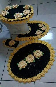 ideas for crochet seat toilet cover Crochet Quilt, Crochet Home, Crochet Doilies, Crochet Flowers, Knit Crochet, Crochet Stitches Patterns, Craft Sale, Bathroom Sets, Beautiful Patterns