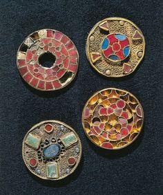 Jewels. Goldsmith's art, Merovingian civilization.