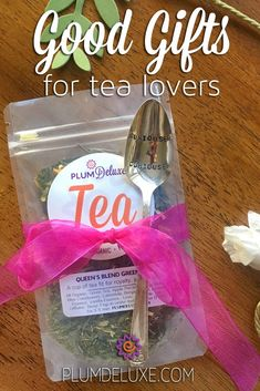 Who is more fun to shop for than a tea lover? We've compiled some good gifts for tea lovers of all kinds to make your holiday shopping simple, thoughtful, and personal. Tea Gifts, Coffee Gifts, Party Gifts, Matcha Kit Kat, Tea Organization, Tea Display, Relaxing Tea, Tea Blog, Small Mason Jars