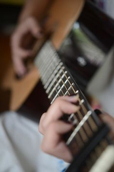 learn to play the guitar!!!