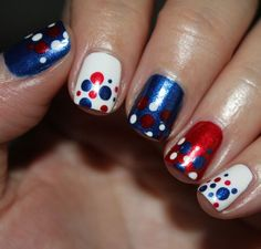 Dotted of July mani by Vampy Varnish. I love simplicity of this mani. It& a nice clean look, but the alternating colors makes it fun :) Flag Nails, Patriotic Nails, French Nails, Love Nails, Pretty Nails, Firework Nails, Nagel Hacks, 4th Of July Nails, July 4th