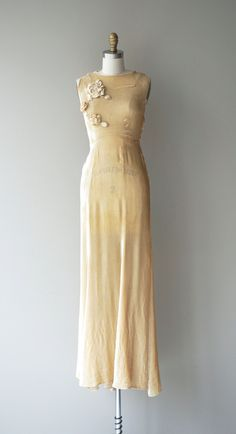 Vintage jaren 1930 warme kaarslicht zijde fluweel bruiloft jurk met mouwloos…