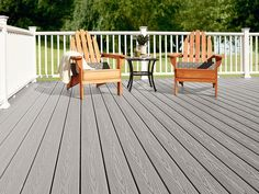 Find the ideal Fiberon composite decking for your space, budget, and lifestyle. Read these tips to learn the features and benefits of each deck board. Trex Composite Decking, Wpc Decking, Decking Boards, Deck Flooring, Outdoor Flooring, Deck Finishes, Deck Cost, Plastic Decking, Cedar Deck
