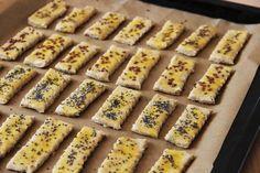 V kuchyni vždy otevřeno ...: Slané cuketové tyčinky s česnekem