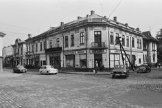 Uranus-Antim-Rahova neighborhood before demolition, Bucharest - Dan Vartanian photos and others : danperry — LiveJournal Romania Travel, Restaurant Photos, Vintage Architecture, Bucharest Romania, Old City, Old Pictures, Chile, The Neighbourhood, Places To Visit