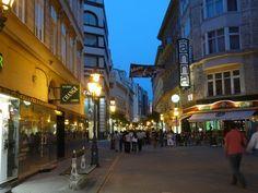 Váci utca este