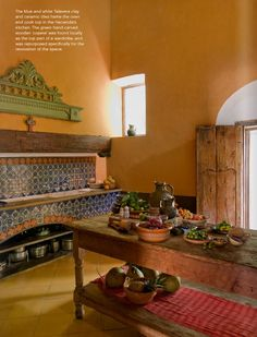 Hacienda kitchen in Mexico. Tiled counter and oven, wooden island, bright walls. Inspirational kitchen decor and design. Mexican Style Homes, Mexican Style Kitchens, Mexican Home Decor, Spanish Style Homes, Spanish Colonial, Spanish Revival, Mexican Hacienda Decor, Hacienda Kitchen, Kitchen Decor
