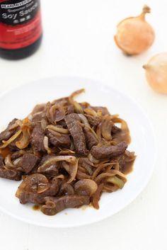 Boeuf sauté aux oignons à la sauce soja (plat chinois)