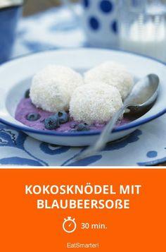 Kokosknödel mit Blaubeersoße - Dieses Rezept schmeckt auch, wenn du den Zucker einfach weglässt!